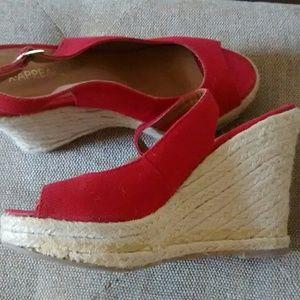 Peep toe red cloth wedges